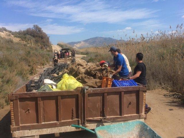 La asociación Meles y el Ayuntamiento de Alhama retiran 1.600 kg de residuos en los alrededores del río Guadalentín - 3, Foto 3