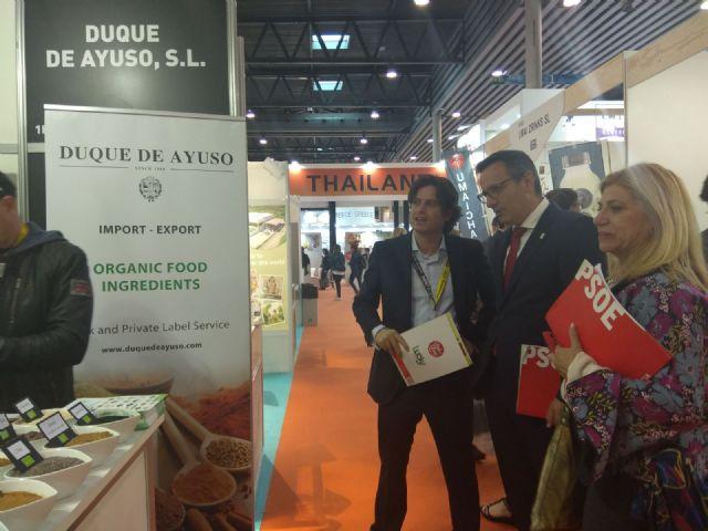 Diego Conesa asiste a Alimentaria 2018 para apoyar a las empresas de la Región y escuchar sus inquietudes, Foto 1