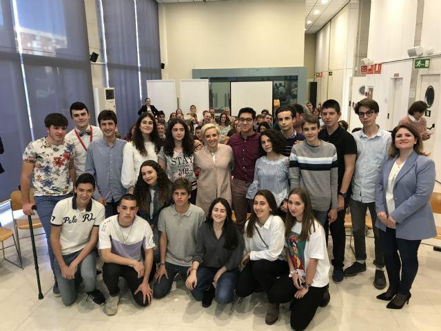 Martínez-Cachá recibe a los alumnos murci anos becados por la Fundación Amancio Ortega, Foto 1