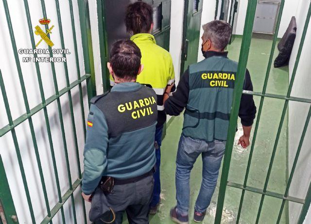 La Guardia Civil detiene a un joven y experimentado delincuente buscado por la justicia - 2, Foto 2