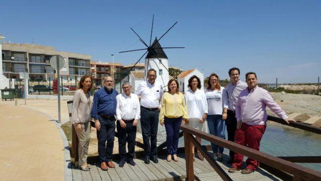 Visita de Isabel Borrego y Pedro José Pérez (PP) a las Salinas de San Pedro - 1, Foto 1