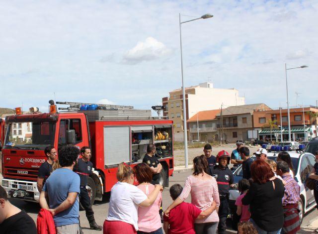 Los usuarios del Centro de Día para personas con discapacidad son evacuados en un simulacro de incendio - 2, Foto 2