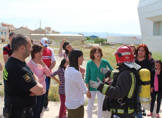 Los usuarios del Centro de Día para personas con discapacidad son evacuados en un simulacro de incendio - 3, Foto 3