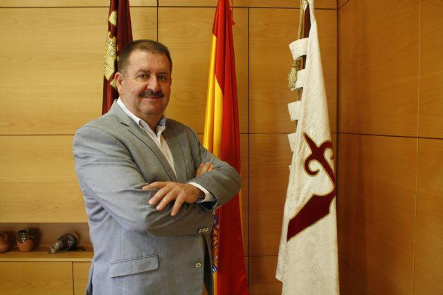 El alcalde critica que el delegado del Gobierno visite hoy el EVA-13 en Totana y no se lo comunique el máximo representante de los vecinos,