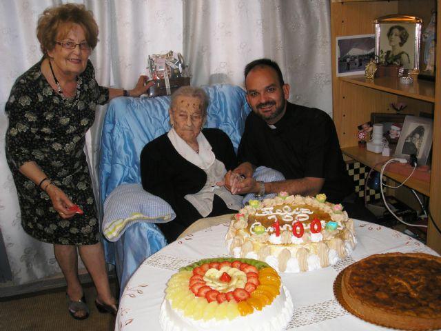 The neighbor Ana María Muñoz Andreo celebrated her centenary accompanied by family and friends