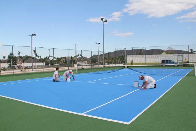 El Ayuntamiento mejora las pistas de tenis de Puerto Lumbreras - 1, Foto 1