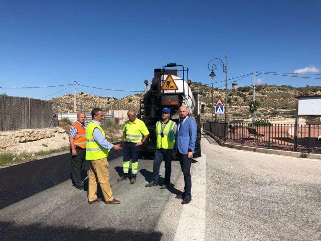 Fomento concluye el viernes la mejora del firme de la carretera que une las pedanías molinenses de El Rellano y La Hurona - 1, Foto 1