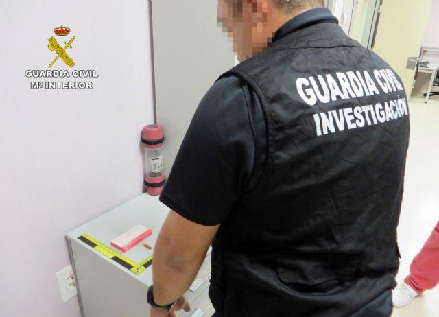 La Guardia Civil detiene a un empleado de un hospital por la sustracción de medicamentos clasificados como estupefacientes - 2, Foto 2