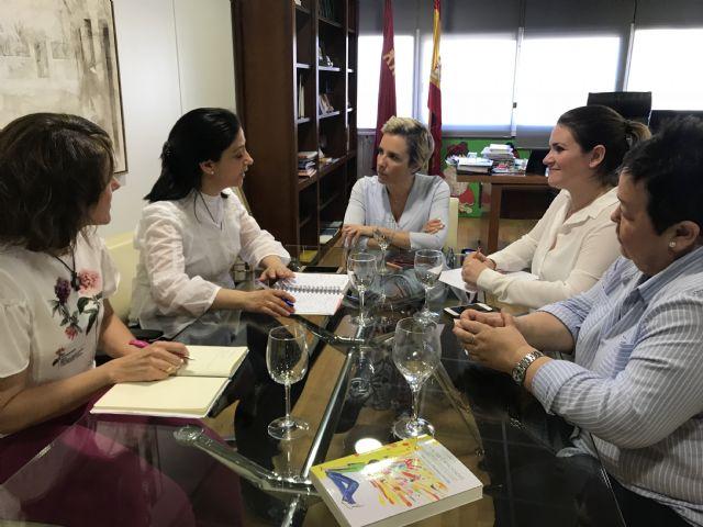 Martínez-Cachá se reúne con la presidenta de la asociación ´Talentos´ para impulsar medidas dirigidas al alumnado con altas capacidades, Foto 1