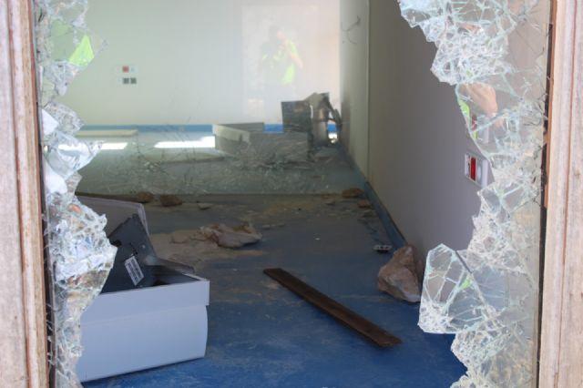 DEMOCRACIA PLURAL: Abandono de las instalaciones del Centro de Interpretación del Parque Regional de la Sierra de las Pila (Fortuna) - 2, Foto 2
