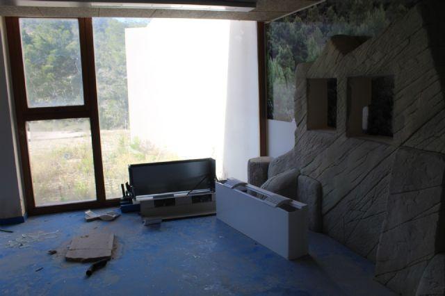 DEMOCRACIA PLURAL: Abandono de las instalaciones del Centro de Interpretación del Parque Regional de la Sierra de las Pila (Fortuna) - 4, Foto 4
