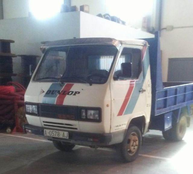 Se adquiere un camión de segunda mano para ampliar la flota de vehículos destinada a servicios varios del Almacén Municipal
