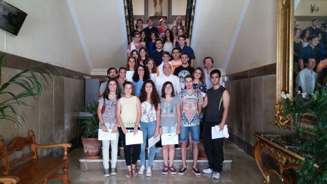 Alumnos del IES Diego Tortosa reciben los premios del concurso de spots  Lo importante es participar - 1, Foto 1