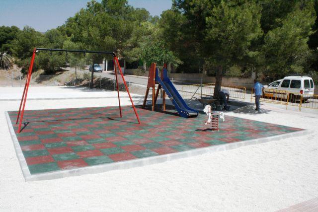 Entra en su última fase de ejecución la construcción de la nueva área de juegos infantiles en la urbanización La Charca, Foto 2