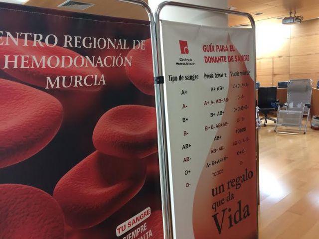 Vecinos de Totana visitan el Ayuntamiento para participar en la jornada solidaria de hemodonación en el salón de plenos, Foto 3