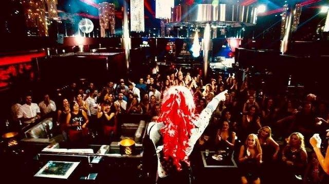 Tina Equis, un huracán rojo lleno de energía y celebración - 2, Foto 2