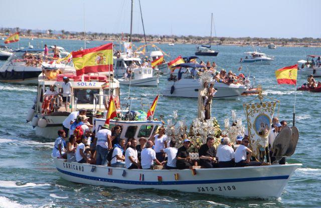 Miles de personas honran a la Virgen del Carmen en el 125 aniversario de esta romería marinera - 5, Foto 5