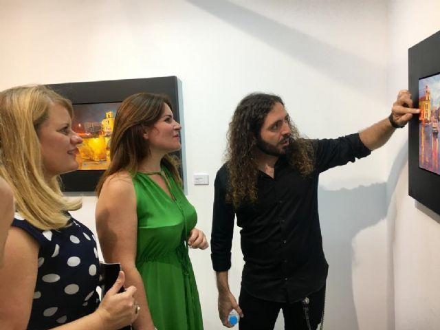 La consejera de Cultura visita en Mazarrón la exposición Aqua del pintor realista Carlos Montero - 1, Foto 1