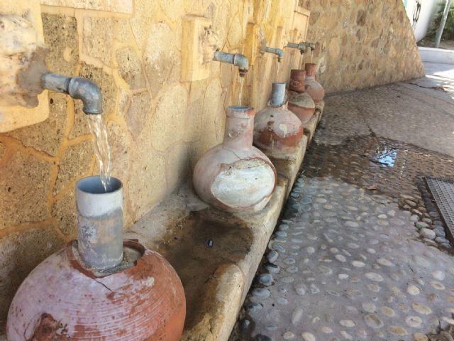 Restablecen el funcionamiento de la tradicional y emblemática Fuente de San Pedro, ubicada junto al Arco de Las Ollerías - 4, Foto 4