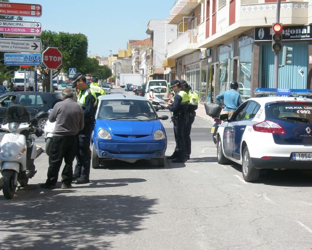 The Local Police of Totana carries out a surveillance and control campaign on distractions at the wheel from today until next Sunday, Foto 1