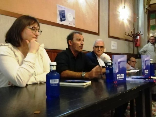 """The Councilor for Culture attends the presentation of the book """"Music for a castaway"""", by Pedro Antonio Cano, for the benefit of the Association D´Genes, Foto 2"""