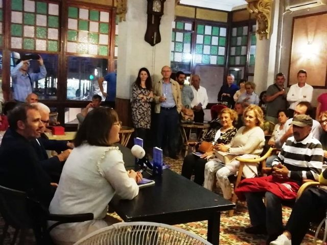 """The Councilor for Culture attends the presentation of the book """"Music for a castaway"""", by Pedro Antonio Cano, for the benefit of the Association D´Genes, Foto 3"""