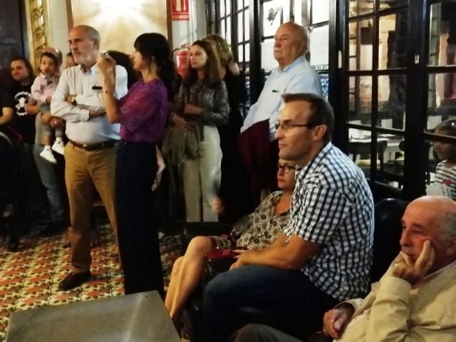 """The Councilor for Culture attends the presentation of the book """"Music for a castaway"""", by Pedro Antonio Cano, for the benefit of the Association D´Genes, Foto 5"""