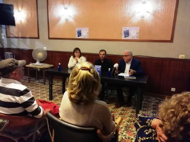 """The Councilor for Culture attends the presentation of the book """"Music for a castaway"""", by Pedro Antonio Cano, for the benefit of the Association D´Genes, Foto 6"""