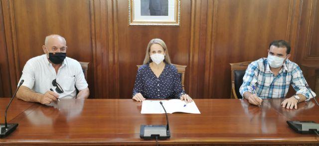 La alcaldesa firma un contrato con Estructuras Cehegín S.L  de 112.530 euros para continuar con la adecuación de la antigua Plaza de Abastos - 1, Foto 1