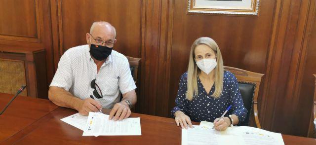 La alcaldesa firma un contrato con Estructuras Cehegín S.L  de 112.530 euros para continuar con la adecuación de la antigua Plaza de Abastos - 2, Foto 2
