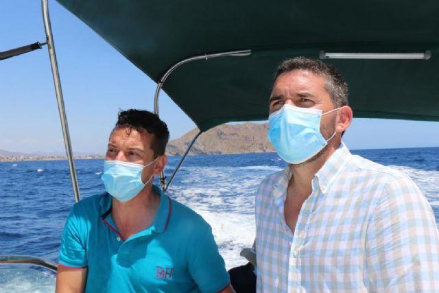 Reverte y el consejero Luengo realizan una visita para comprobar sobre el terreno el proyecto de la Reserva Marina de Interés Pesquero de Cabo Cope - 2, Foto 2
