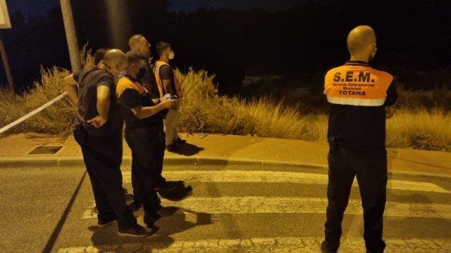 [Los servicios de emergencias establecieron anoche un dispositivo de control por el desbordamiento de una balsa de riego en la zona de Las Cabezuelas, Foto 3