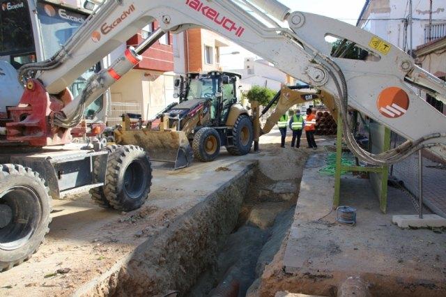 La calle Virgen de los Dolores, en obras para la sustitución de sus viejas redes, Foto 1