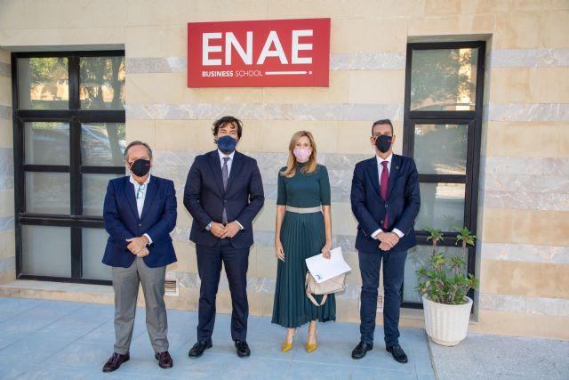 Alrededor de 300 personas desempleadas han solicitado una de las becas que ofrecen ENAE y el SEF para cursar un máster - 1, Foto 1