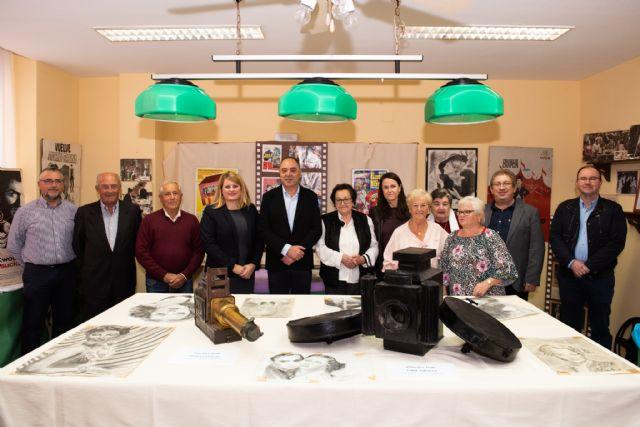 La exposición sobre la historia del cine en Mazarrón recala en el centro de personas mayores del Puerto - 1, Foto 1