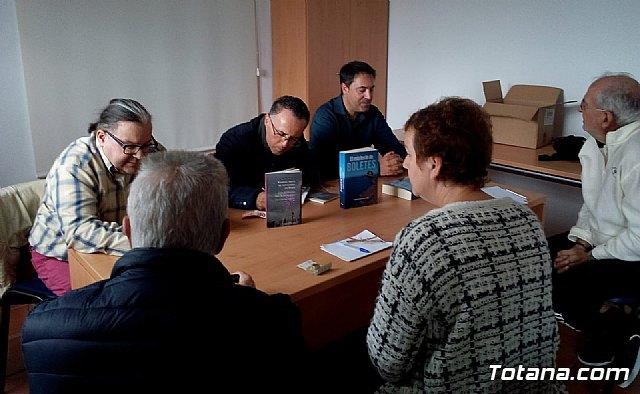 Se realiza una mesa redonda con motivo de la presentación de dos libros - 1, Foto 1