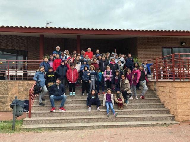 Alumnos del programa ´Rutas científicas, artísticas y literarias´ mantienen un encuentro con vecinos de Camposol - 1, Foto 1