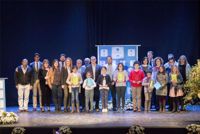 Más de 800 escolares participan en el concurso de cuentos navideños organizado por la Fundación de Trabajadores de ElPozo Alimentación, Foto 1