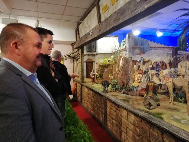 """Se inaugura el Belén Municipal """"Muestra de Arte Belenista"""", que ha confeccionado el maestro Francisco Javier Carrillo"""