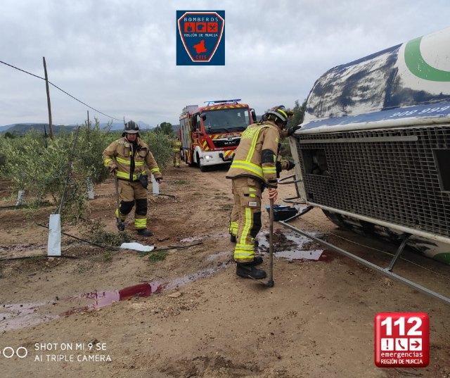 Vuelca un camión cisterna de mercancías peligrosas en Moratalla - 1, Foto 1