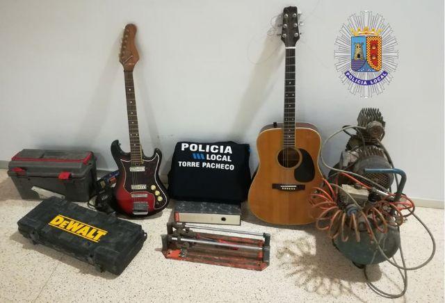 Detenidos tres individuos que fueron sorprendidos cuando transportaban los objetos robados en el interior de una vivienda - 1, Foto 1