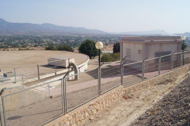 El cambio de válvulas en el depósito de agua de San José-Los Secanos puede causar esta mañana problemas de presión en el servicio de abastecimiento a los usuarios