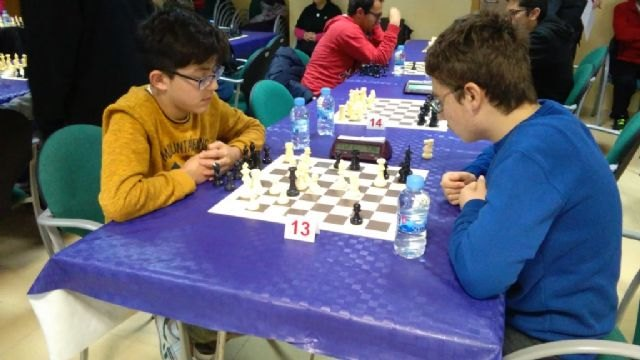 The totaneros Carmen Garcia Requena (Tierno Galván) and Juan José Vera Pargada (Juan de la Cierva) were proclaimed regional champions in the Regional Final of School Sport Chess - 1
