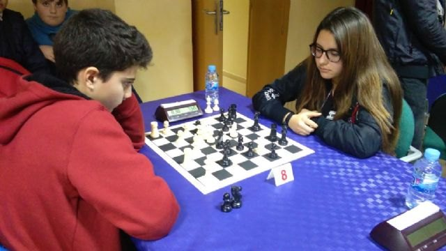 The totaneros Carmen Garcia Requena (Tierno Galván) and Juan José Vera Pargada (Juan de la Cierva) were proclaimed regional champions in the Regional Final of School Sport Chess - 2
