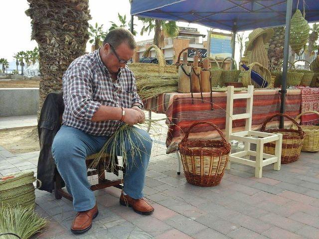 Vuelve el mercado artesano al paseo marítimo de Puerto de Mazarrón, Foto 1
