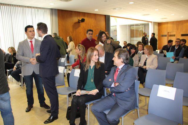 El Ayuntamiento de Alhama de Murcia se ha adherido esta mañana a la Red Regional de Municipios por la Participación Ciudadana, Foto 1