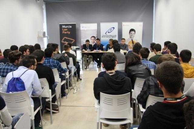 Más de 70 alumnos de informática se dan cita en la primera edición de CodeCamp - 2, Foto 2