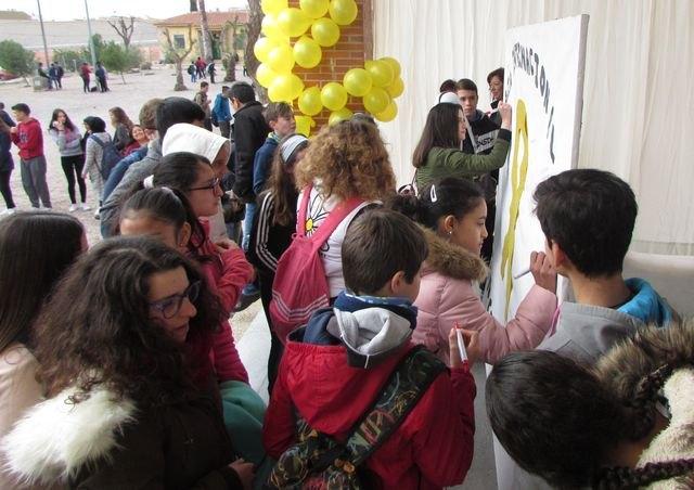 El IES Prado Mayor conmemora el Día Internacional del Cáncer Infantil, Foto 1
