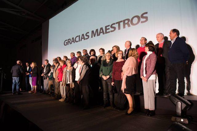 Los maestros jubilados del municipio reciben un cálido homenaje con César Bona como testigo, Foto 4