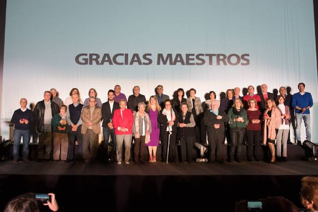 Los maestros jubilados del municipio reciben un cálido homenaje con César Bona como testigo, Foto 5
